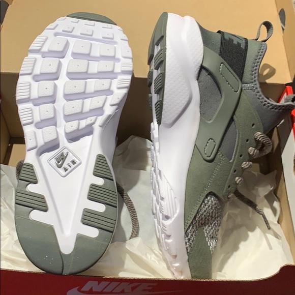 7782b53386f4 New women s 8.5 9 Nike Huarache Run ❤ swamp green